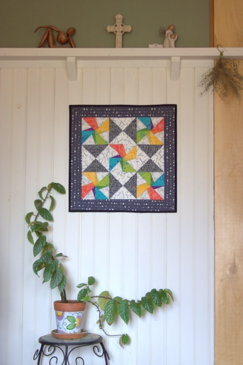 twirling star mini quilt finish