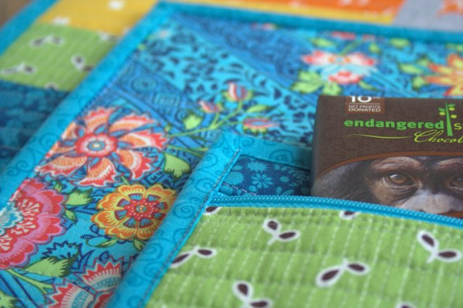 Simple Zipper Bag Sew Along with Fat Quarter Shop