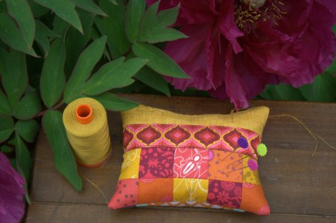 fat quarter shop pin cushion sew along