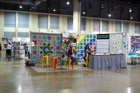 booths and vendors at quiltcon 2017