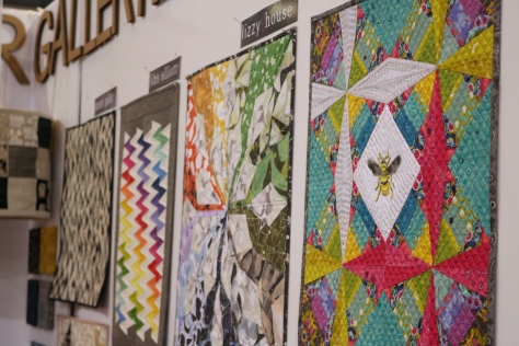 alison glass constant flux mini quilt andover booth quiltcon 2017